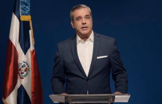 Luis Abinader promete reformar el modelo económico.