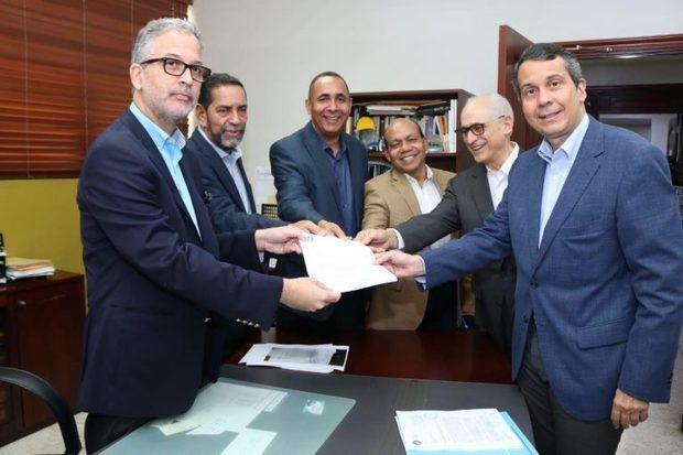 PRM deposita en la JCE el 20 % reservas de candidaturas para elecciones 2020