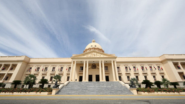 Ejecutivo designa a ministros Obras Públicas y Trabajo, miembros Consejo Nacional Competitividad, y otros miembros Consejo Consultivo