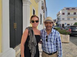Paloma San Basilio junto al artista plástico Fernando Muñoz.