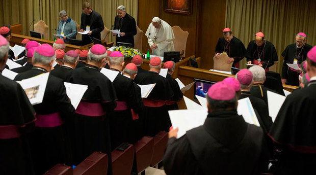 """El papa y los obispos entonaron """"mea culpa"""" por abusos en cumbre vaticana"""