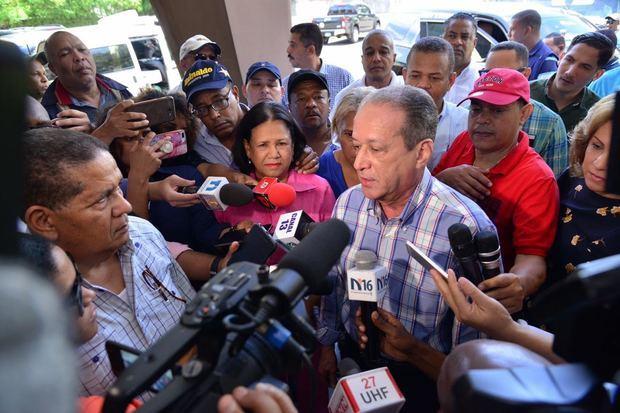 """Aspirante presidencial por el Partido de la Liberación Dominicana, PLD, Reinaldo Pared Pérez  que sería """"una mezquindad"""" que el Comité Central de esa organización no refrende la precandidatura de Fernández."""