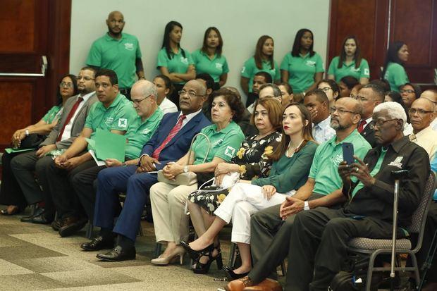 El acto contó con la participación de representantes de organismos electorales, partidos políticos, organizaciones de la sociedad civil y entidades internacionales.