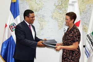 Participación Ciudadana, PC y el Instituto Nacional de Migración de la República Dominicana, INM RD, firmaron un convenio con la finalidad de desarrollar proyectos conjuntos.