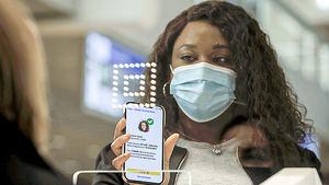 Pasaportes sanitarios, una medida agridulce para el turismo.