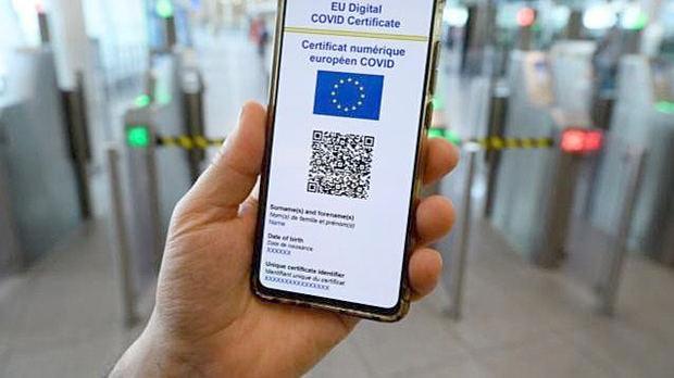 Francia e Italia apuestan por el pasaporte covid más allá del ocio y la hostelería