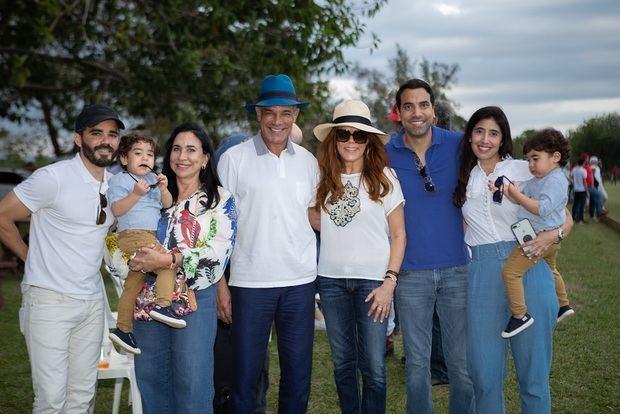 Pedro Imbert Martha De Rivera, Tony Rivera, Ada Rivera, Pedro Rivera, Ana Curreya  y los niños Pedro y Daniel.