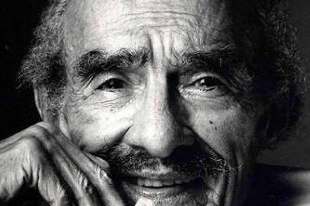 El poeta nacional Pedro Mir es condecorado de manera póstuma
