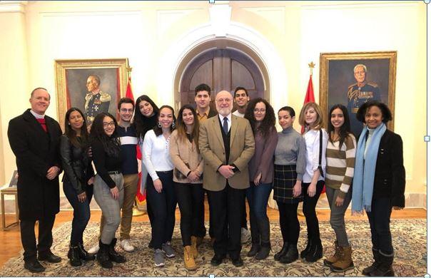 Embajador Pedro Vergés se reúne con estudiantes dominicanos en Canadá
