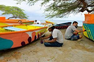 Promueven iniciativa para preservar pez loro a través de obras de arte