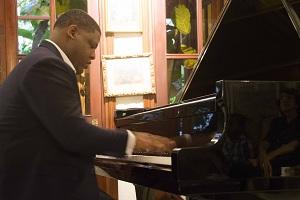 Pianista Omar Ubrí