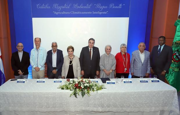 "Celebran 3ra Versión Cátedra Magistral Ambiental ""Pirigua Bonetti"" en la UCE"