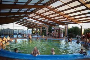 El departamento de Salto acoge las Termas, un lugar que ofrece beneficios terapéuticos y diversión.