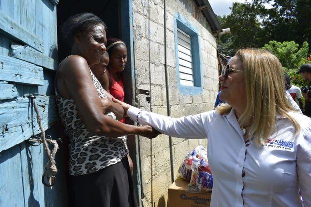 directora del Plan de Asistencia Social de la Presidencia, PASP, Iris Guaba en operativo.