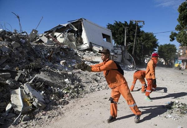 Hallan el cuerpo de una séptima víctima mortal por la explosión de una fábrica en Santo Domingo Polyplas