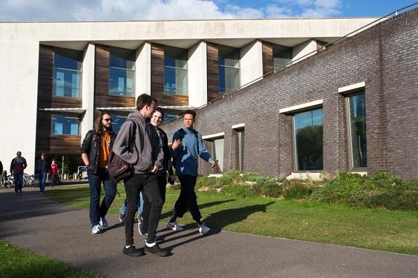 Programa becas permitirá dominicanos cursar estudios universitarios en Kuwait