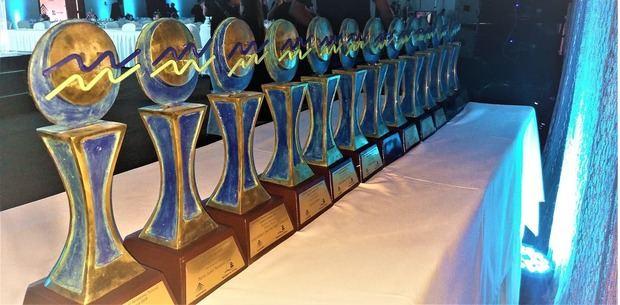 El trofeo del Premio Nacional de Periodismo Turístico.