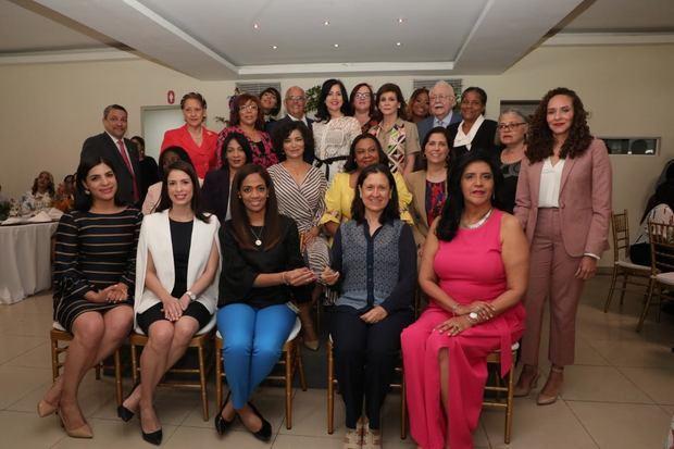 Premiación a las mujeres por sus aportes al sector eléctrico.