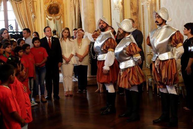 Nueva pareja presidencial de Panamá abre el palacio de Gobierno a los niños