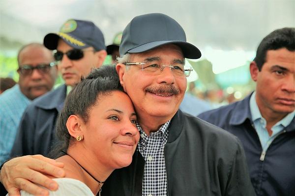 Presidente Medina fomenta siembra arroz ecológico para aumentar ingresos parceleros y dispone construcción dos acueductos