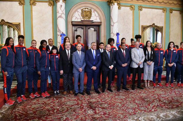 Presidente Medina entrega la Bandera a la Delegación Lima 2019.
