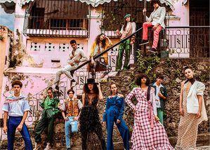 Modelos posando con algunos de los diseños presentados en Dominicana Moda 2016