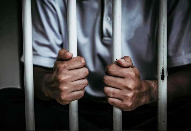 Envía a prisión a los dos policías acusados de matar a oficial militar en Mao.