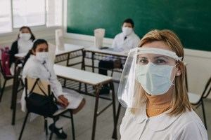 Los profesores no volverán a las aulas hasta que todos hayan sido vacunados.