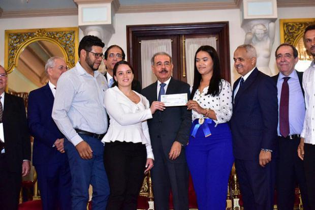Presidente Medina ha hecho entrega personal de estos financiamientos