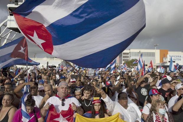 Inéditas protestas que estallaron en la isla.
