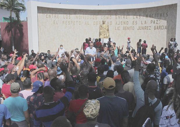 Activistas y migrantes realizan ayuno en México pidiendo salir en caravana