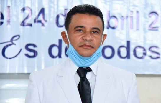 El director de Santiago Oeste se querella por difamación contra Abel Martínez