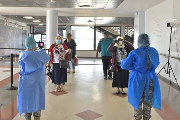 Autoridades mantienen constante monitoreo en aeropuertos dominicanos