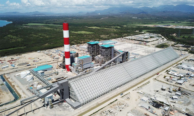 Abinader crea un fideicomiso para administrar termoeléctrica Punta Catalina
