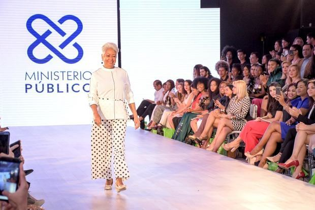 Adultos Mayores desfilan en la Pasarela de RD Fashion Week 2019.