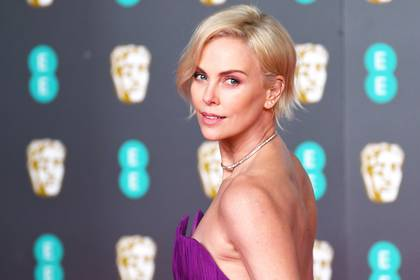 Charlize Theron promueve la campaña #TogetherForHer.