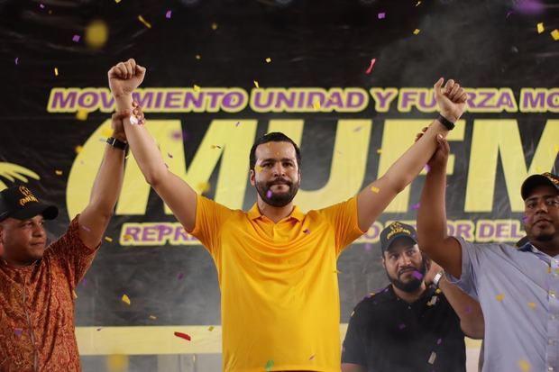 Rafael Paz durante el acto de apoyo de movimeinto Fuerza Morada.