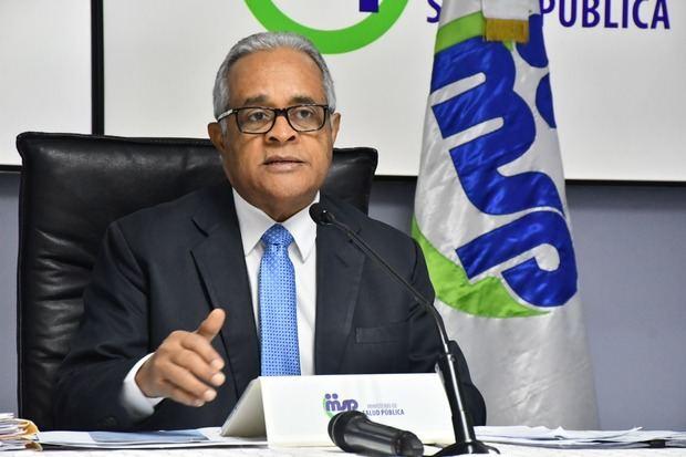 Rafael Sánchez Cardenas emite boletín del Ministerio de Salud Pública.