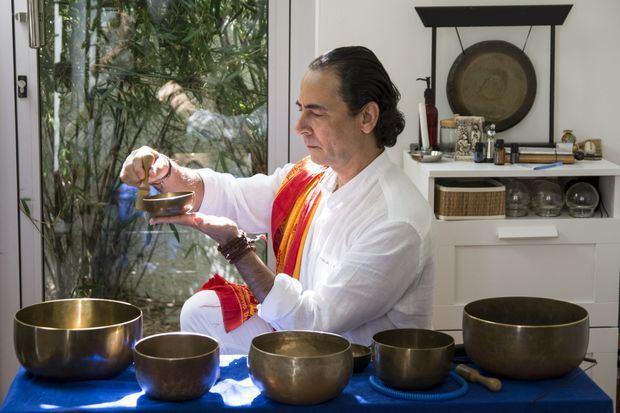 Casa Holos invita a taller de meditación con cuencos tibetanos