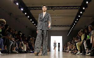 Ralph Lauren homenajea a la sastrería en una jornada de elegancia en Nueva York.