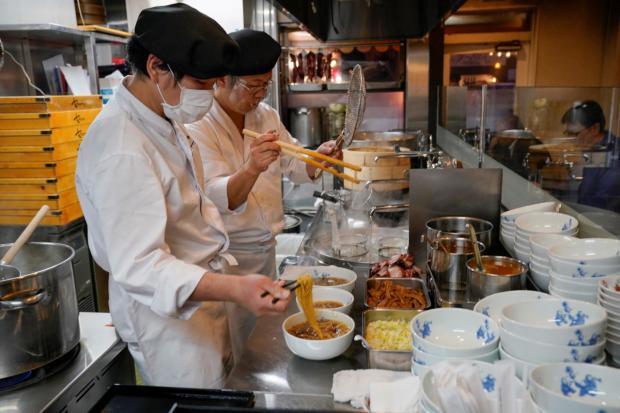 Chefs japoneses recrean un bol de ramen según la receta original de hace más de un siglo