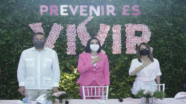 Primera Dama inicia chequeos gratuitos para detectar cáncer de mama.