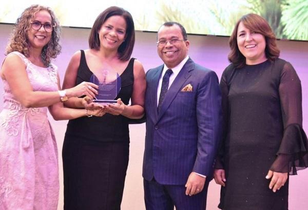 Reconocimiento a Marivell Contreras, primera mujer presidenta de Acroarte