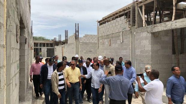 Recorrido del presidente Danilo Medina donde supervisó los avances de la construcción del Hospital San Bartolomé de Neiba, provincia Bahoruco.