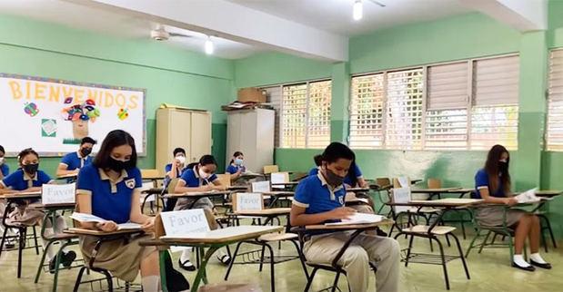 Educación convoca a más de 400,000 estudiantes a la docencia semipresencial