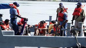 Rescatan a 23 inmigrantes dominicanos varados en estrecho puertorriqueño.
