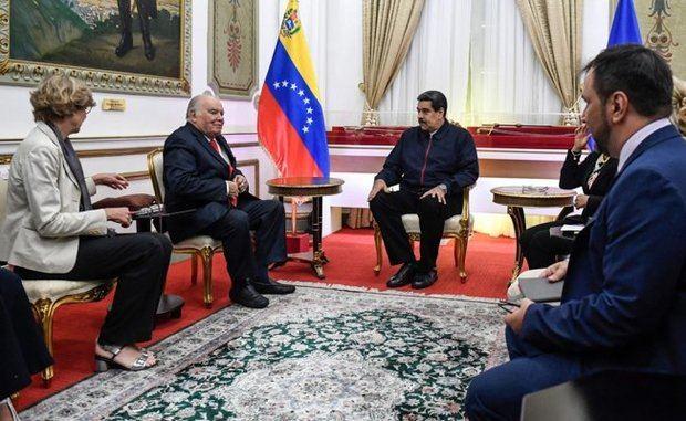 El presidente Nicolás Maduro y Enrique Iglesias, asesor de la Unión Europea como parte de las iniciativas del bloque europeo para resolver el conflicto político en Venezuela.
