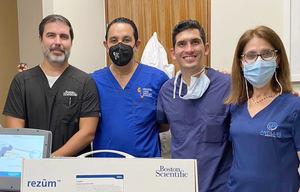 Víctor Ortiz, Dr. Pablo Mateo, Dr. José Saavedra y Maria Maioriello.