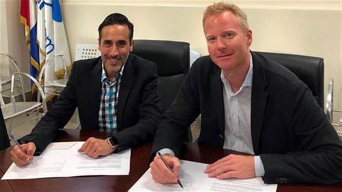 Riad Simon y Sven Schikarsky durante la firma del convenio