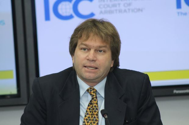 Ricardo Koenig, presidente del bufete directivo CRC.